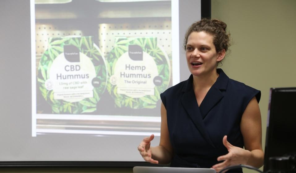 Anny Gaul, chercheuse américaine spécialisée dans les plats des pays arabes. / DR