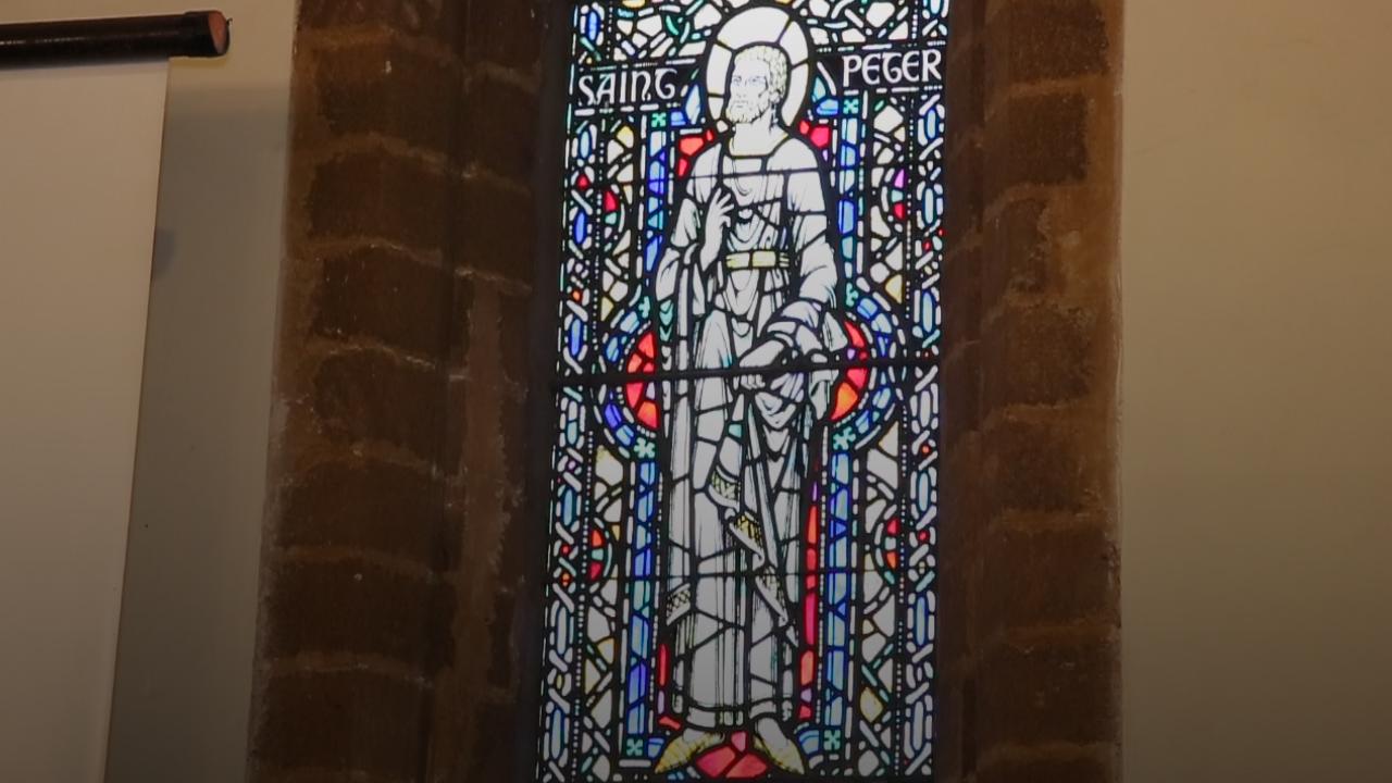 Les vitraux de l'église sont parés de mille couleurs. / Ph. Mehdi Moussahim - Yabiladi