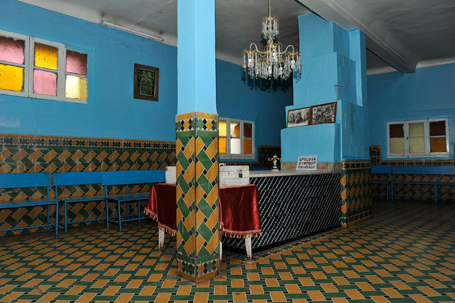 MON VOYAGE AU MAROC - Page 10 19-Shrine-of-the-Jewish-saint-Rabbi-Shlomo-Bel-Hench-14th-century-visited-by-both-Jews-and-Muslims-village-of-Aghbalou-Ourika-valley-2011