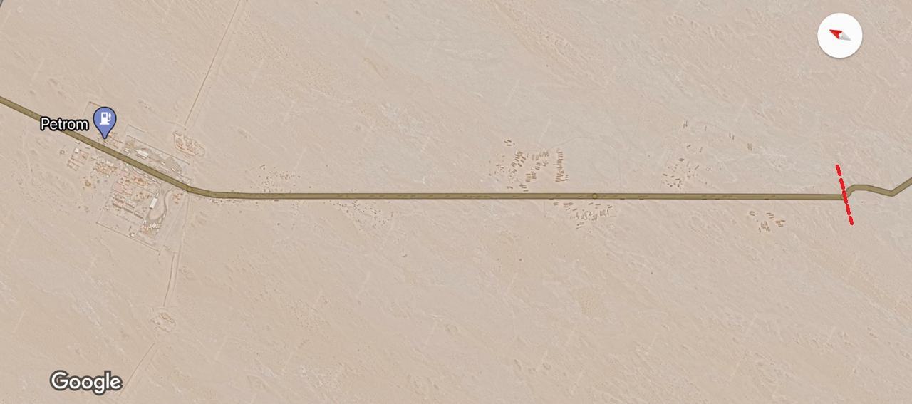 Tronçon rectiligne correspondant à la route goudronnée par le Maroc. / DR