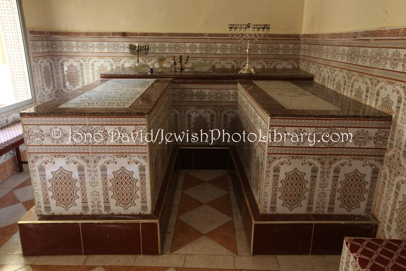 Les tombes des deux saints à Ait Ourir. / Ph. Jano David - Jewish Photo Library