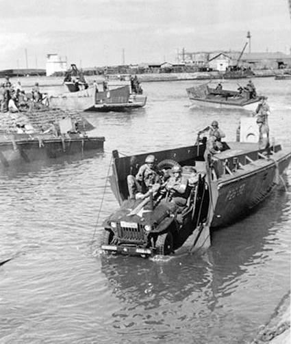 Des soldats américains débarquant au port de Fédala (actuelle Mohammedia) en novembre 1942. / Ph. Algeroisementvotre