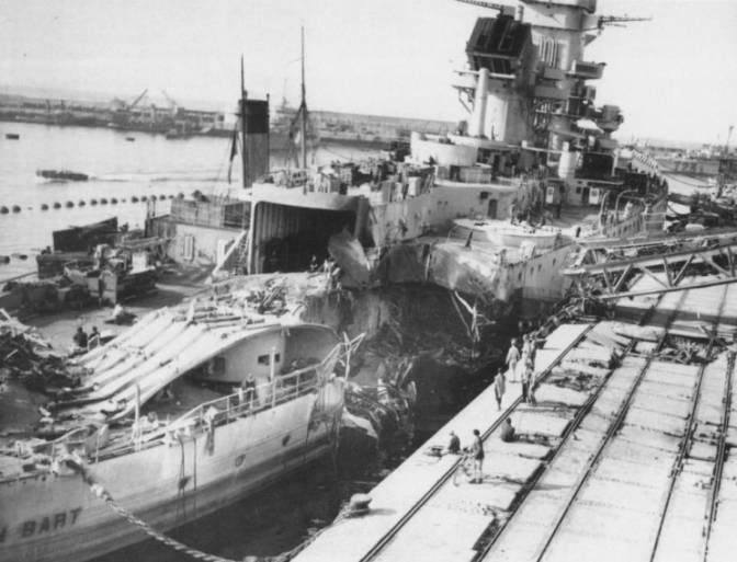 Le cuirassé Jean bart dans le port de Casablanca le 10 novembre 1942. / Ph. Algeroisementvotre