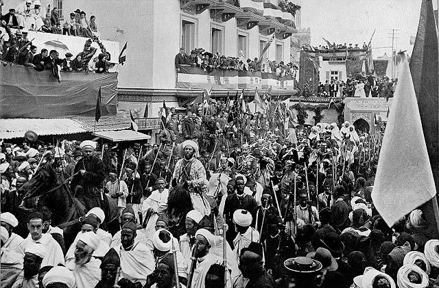 Guillaume II traversant à cheval la ville de Tanger. / Ph. Marco-Philie Daniel